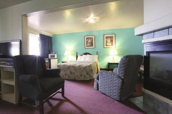 Americas Best Value Inn Show Low: Jacuzzi Suite