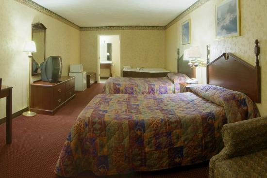 Americas Best Value Inn & Suites: Double Jacuzzi Room