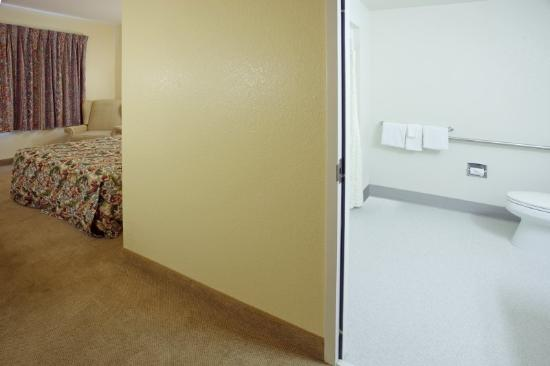 Econo Lodge: Handicap Room
