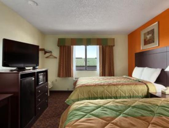 Super 8 - Emporia: Standard 2 Queen Room