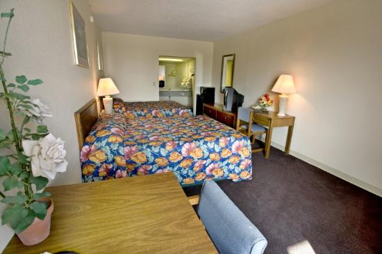 Americas Best Value Inn of Cookeville: King Standard
