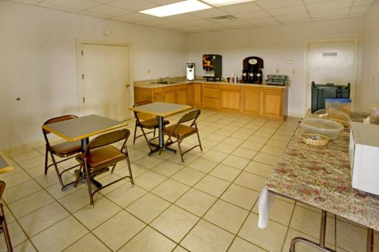 Americas Best Value Inn of Cookeville: Breakfast Area