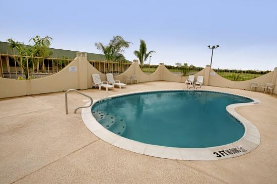 Riviera Inn: Pool