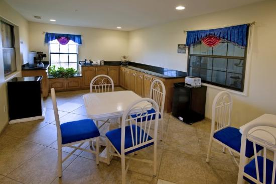 Riviera Inn: Breakfast Area