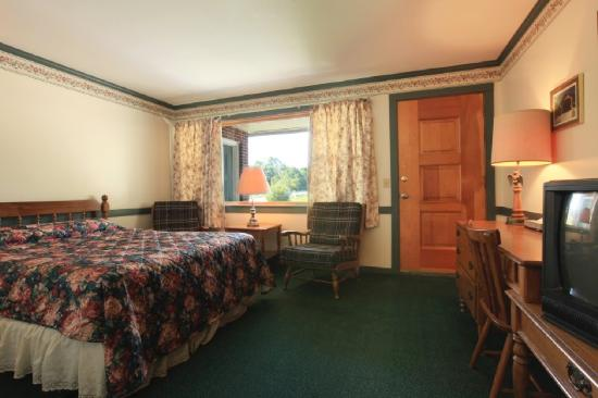 Americas Best Value Inn Pownal / Williamstown: Queen