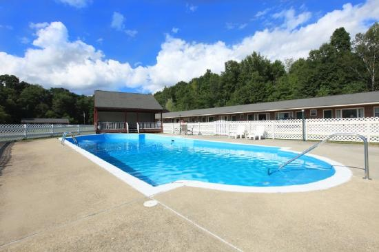 Americas Best Value Inn Pownal / Williamstown: Pool