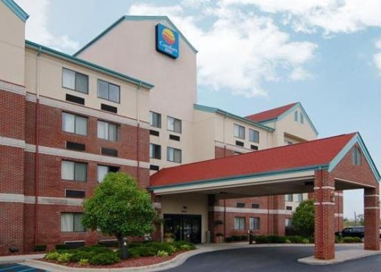 Comfort Inn Warren: Exterior