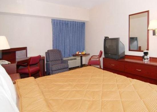 Comfort Inn Warren: Guest Room