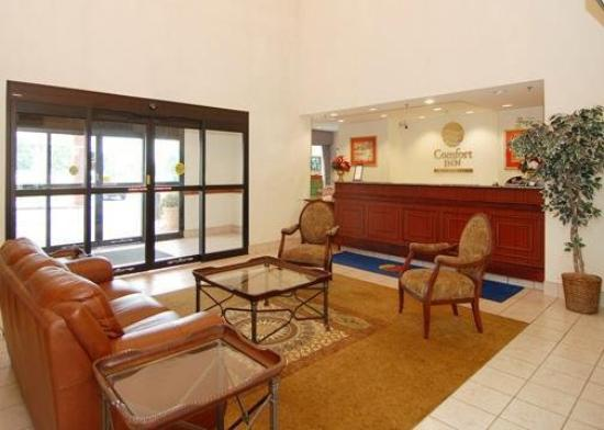 Comfort Inn Warren: Lobby