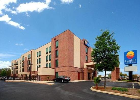 Comfort Inn & Suites Airport Photo