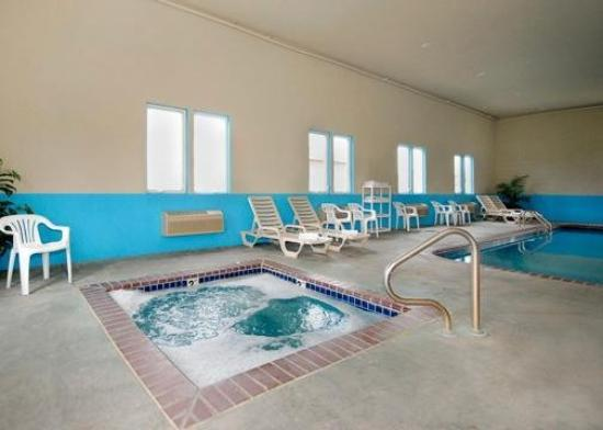Comfort Inn Kearney: Pool
