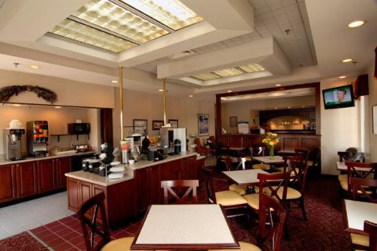 The Blacksburg Comfort Inn Hotel: Breakfast -Room -