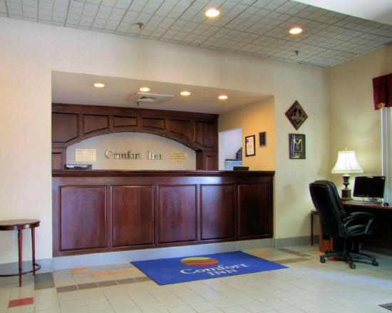The Blacksburg Comfort Inn Hotel: LOBBY-