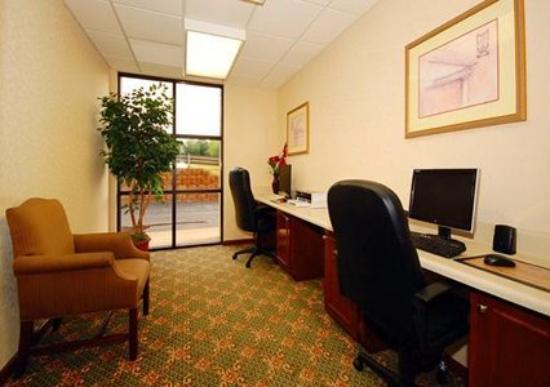 Comfort Inn & Suites: 24 Hour Business Center