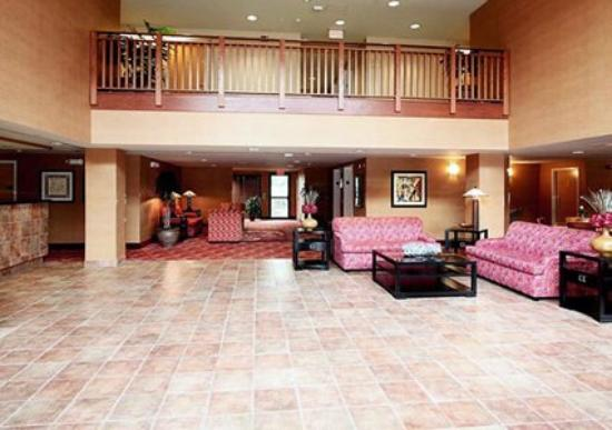 ‪‪Comfort Inn & Suites - York‬: Lobby‬