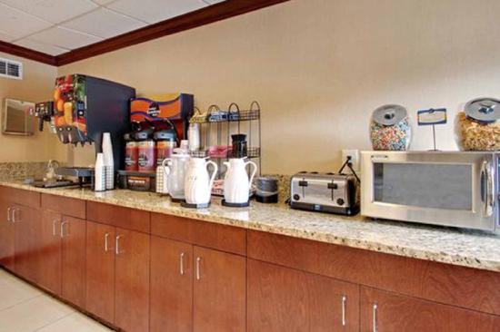 Comfort Inn Ft. Meade-Savage Mill: Breakfast