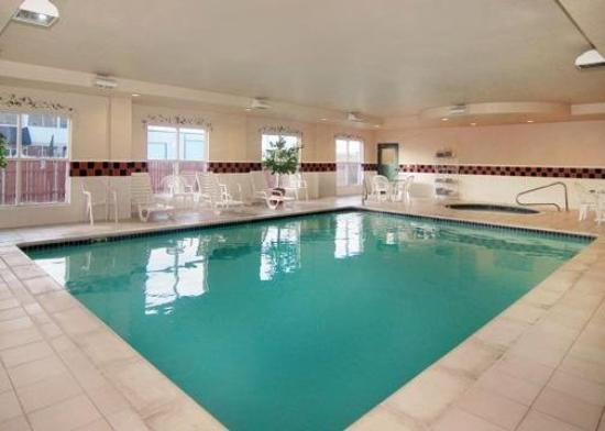 Comfort Inn & Suites: Indoor Heated Pool & Spa