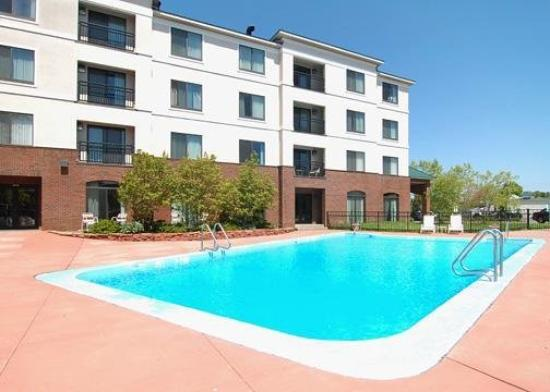 Comfort Inn & Suites South Burlington: Pool