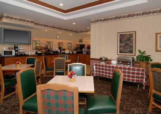 Comfort Inn & Suites: Breakfast/Happy Hour Room