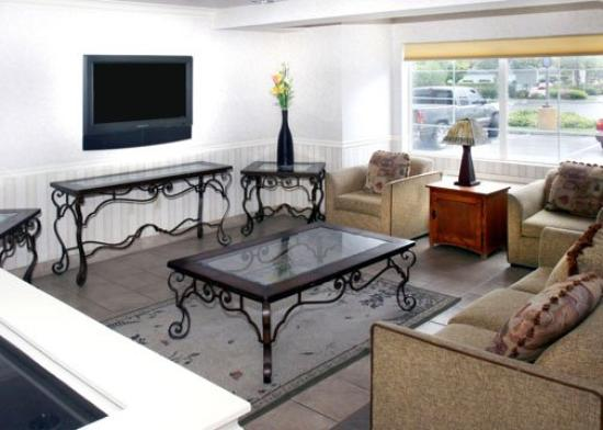 Comfort Inn & Suites Salinas: CAComfort Inn Suites Lounge Area
