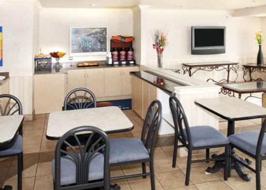 Comfort Inn & Suites Salinas: CAComfort Inn Suites Breakfast Area