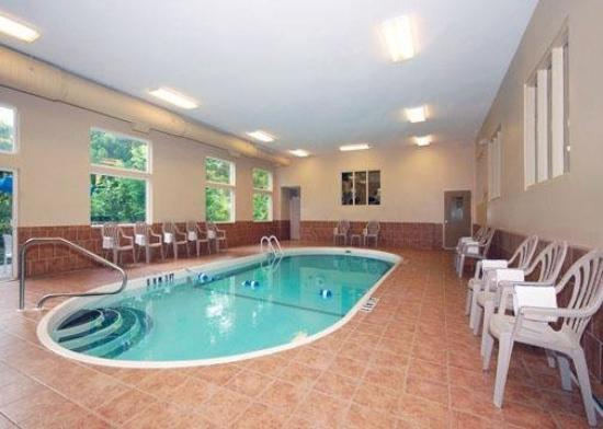 Tony penny 39 s front picture of ludlow massachusetts tripadvisor for Ludlow hotels with swimming pool