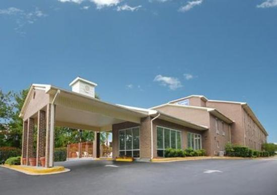 Econo Lodge  Inn & Suites Ft. Jackson