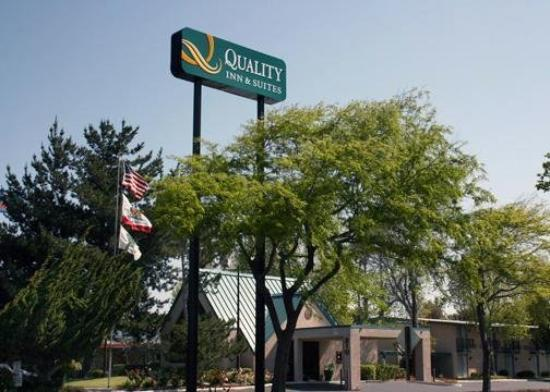 Quality Inn & Suites: Exterior