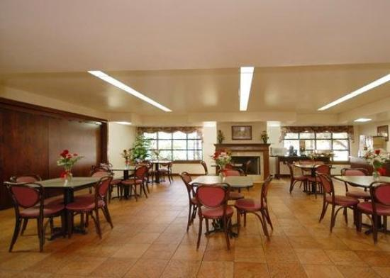 Clarion Inn &amp; Suites Northwest: Restaurant
