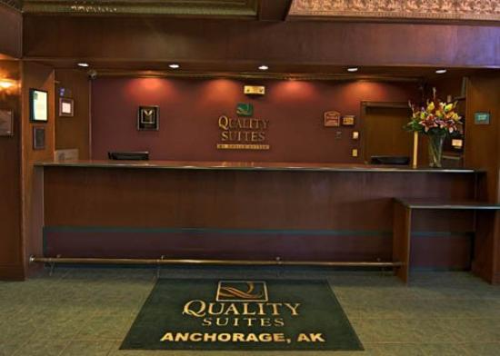 Quality Suites Near Convention Center: AKFront Desk
