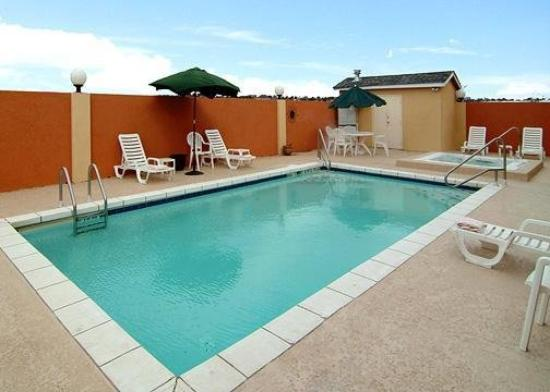 Comfort Suites San Angelo: Pool