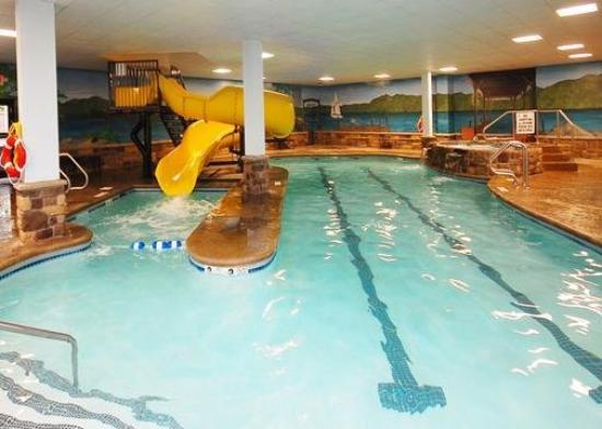 Comfort Suites Lake George: Pool
