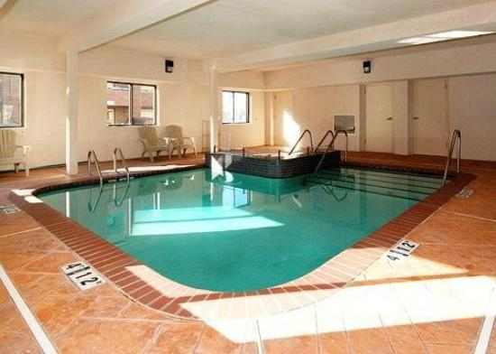 Comfort Suites Oklahoma City: Pool