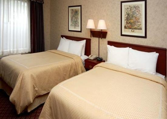 Comfort Suites Aurora: Guest Room