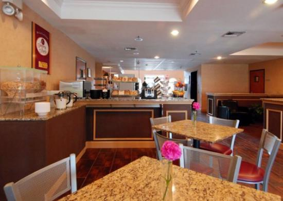 Comfort Suites Las Colinas Center: TXBreakfast