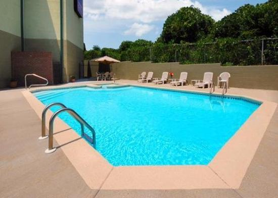 Comfort Suites: Pool