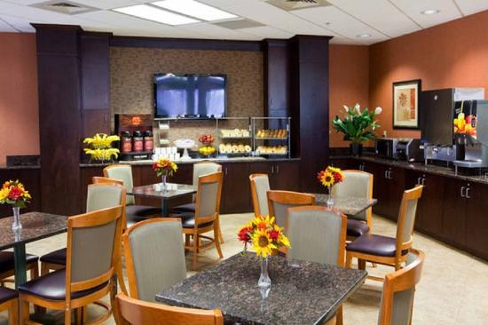 Comfort Suites Raleigh Durham Airport/RTP : Breakfast