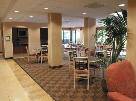 La Quinta Inn & Suites Thousand Oaks Newbury Park: Breakfast Area