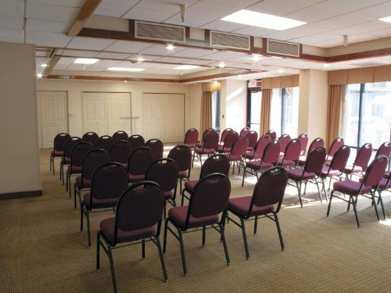 La Quinta Inn & Suites Thousand Oaks Newbury Park: Meeting Room