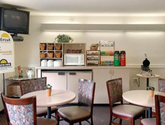 Days Inn Cary Hotel: Breakfast Area