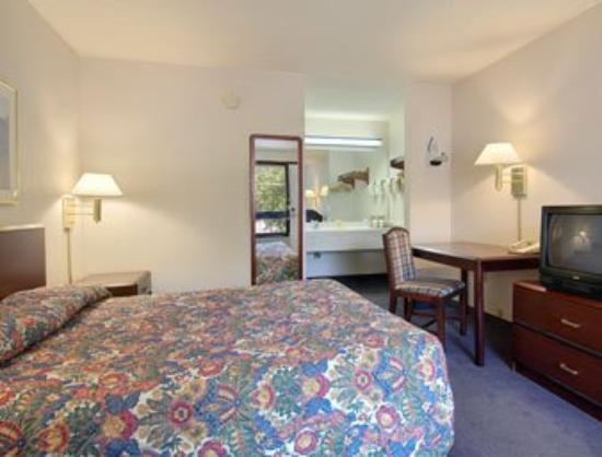 Days Inn Cary Hotel: Standard King Bed Room
