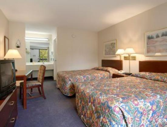 Days Inn Cary Hotel: Standard Two Double Bed Room