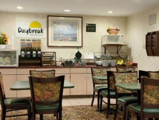 Motel 6 Normal: Breakfast Area