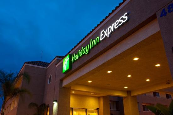 Holiday Inn Express Perris-East: Fachada do hotel