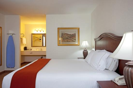 Holiday Inn Express Perris-East: Quarto com cama tamanho King