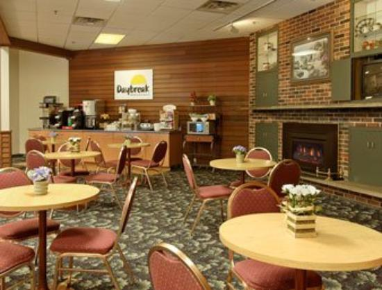 Days Inn Bloomington: Breakfast Area