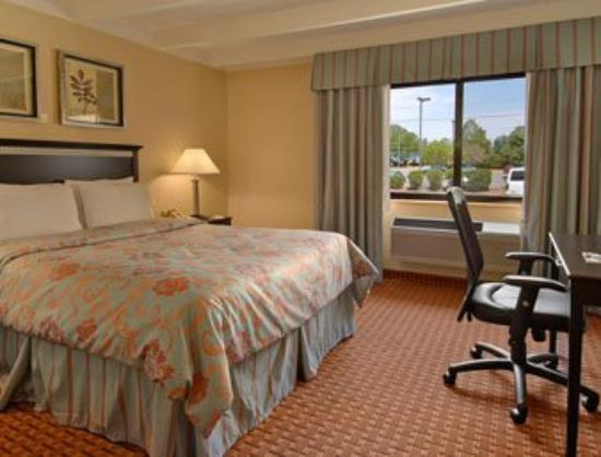 Days Inn Bloomington: Standard One Queen Bed Room