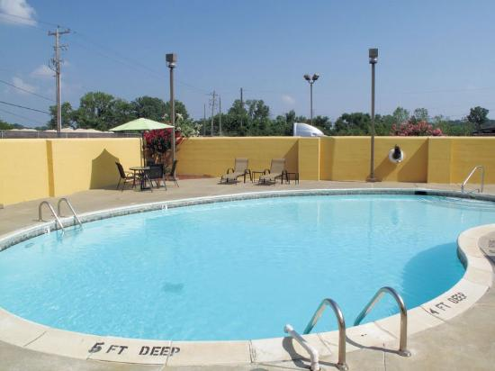 La Quinta Inn & Suites Memphis Airport Graceland: Pool