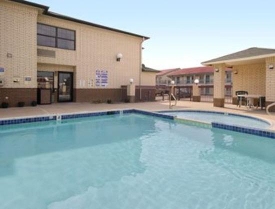 Dallas Days Inn Farmers Branch: Pool