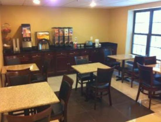 Quality Inn near Mountain Creek: Breakfast Area